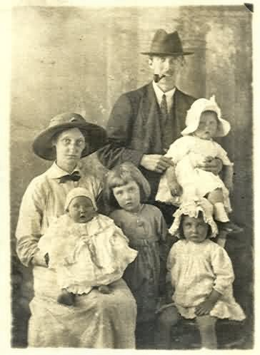 Davenport Fabian Cartwright Blunt and Edith Harris, with Mary, Margaret, Jean and Susan